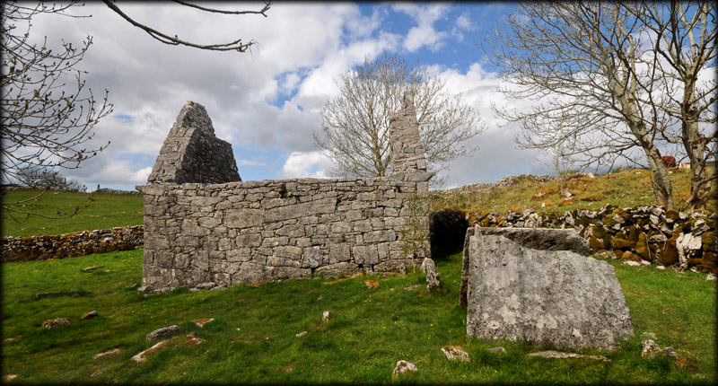 Temple Cronan and Tomb Shrine